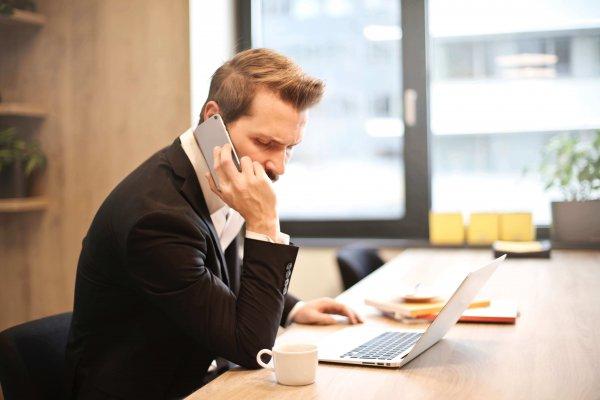 Comment se comporter au téléphone avec un mauvais payeur ?